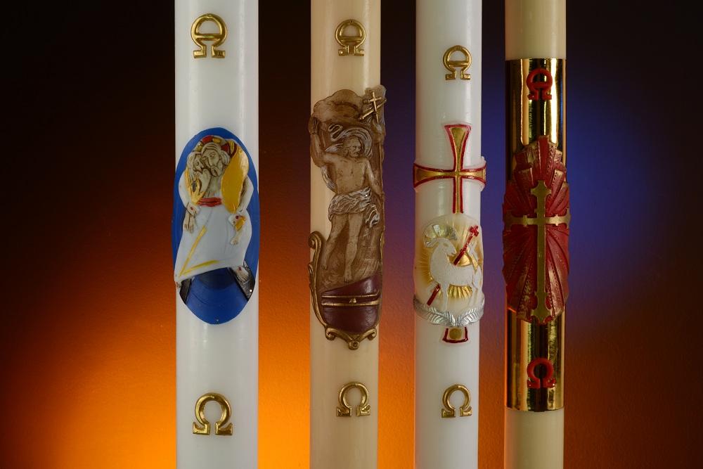 Le cierge pascal: la lumière qui nous libère des ténèbres