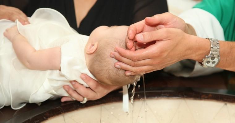 Le Baptême : le sens, les symboles et comment l'organiser