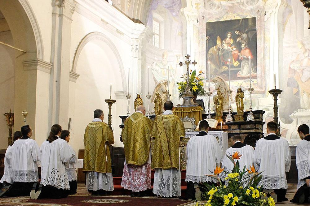Les rôles des servants d'autel