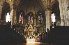 Mobilier d'église : les meubles typiques de toutes les églises chrétiennes