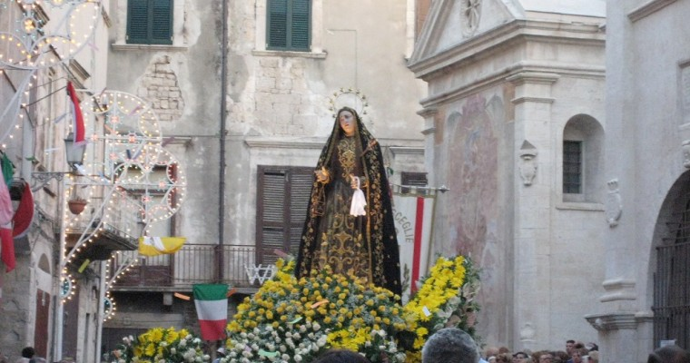 Quelle est la différence entre Vénération, Dévotion et Adoration ?