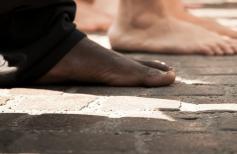 Les chaussures du clergé : pieds confortables sur le chemin de la foi