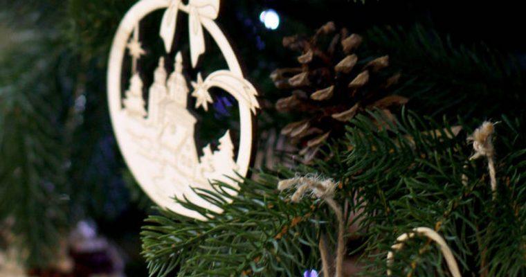 Décorations en bois pour le sapin de Noël