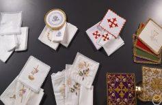 De la couverture du calice au caporal, toutes les toiles de la liturgie